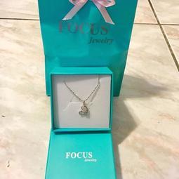 名牌正品【 FOCUS  愛心鑲鑽心型項鍊 】全新現貨特價,僅有一件、要買要快,照片就是實物圖。保卡提袋禮盒可直接送禮。