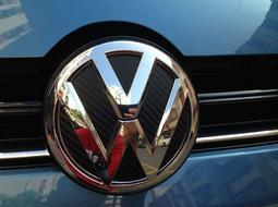 福斯 VW GOLF 7 前後標誌碳纖卡夢貼〈兩張〉