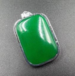 非常稀有 綠色寶石 龍霸天下 龍牌玉墜 ~~ 精緻銀合金刻龍牌 兩面皆可配戴 ~ 附18KGP墜頭 ~~0003