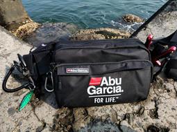 Abu 釣魚路亞包防水可背可腰掛有單肩帶